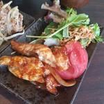 炙り居酒屋 うのっち - ピリッとした鶏せせりの甘辛煮が美味しい