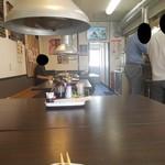 炙り居酒屋 うのっち - テーブル席の様子