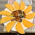 三宝粥店 - 咸鲅鱼饼子(塩辛いさばとトウモロコシ粉中国ナン)