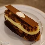 エーグルドゥース - 料理写真:エクレール オー ティラミス