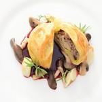ヴィーナスコート 佐久平 - フランス産鴨肉のコンフィとフォアグラのパイ包み焼き 赤ワインソース