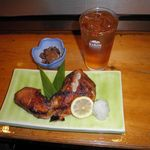 嘉兆 - 料理写真:大好きなウーロンの酎ハイと鰤のかま焼き