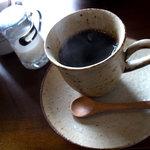 日と月 - ブレンドコーヒー(ランチタイム+300円)。