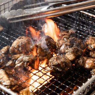 """銘柄鶏""""霧島鶏""""使用◎炭火焼きや鶏すき鍋などでご堪能ください"""