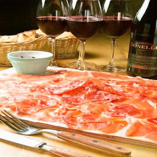 名物!イタリア産生ハムてんこ盛りとワインで乾杯!
