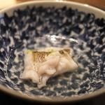 てんぷら 成生 - 料理写真:一番出汁で軽くくぐらせただけのメバル。なんのことない写真ですが、とても美味(^^)