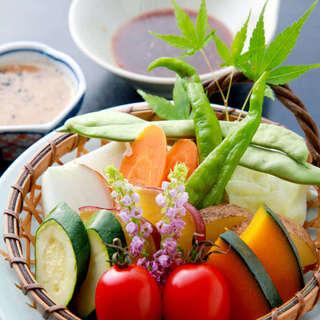 自社農園・農家直送の有機無農薬野菜が料理の味を引き立てる