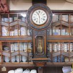 柏屋 - 大正時代の時計(動いています)