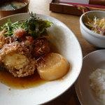 Hiraganakan - お味噌汁とサラダもついてます♪