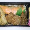 築地魚恵 - 料理写真:魚恵の鮭のり弁当630円