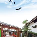 御料理 みつ乃家 - コウノトリ舞(2014年6月8日撮影)オープン1か月後に撮影した写真です。コウノトリがお店の上空を舞う珍しい写真です。自然が知らせた吉兆な光景です。こうのとり舞う吉兆を占うように