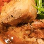 スープカレー すあげ天神 - 香ばしく柔らかいなかにも食べ応えのあるラベンダーポーク