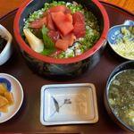 本家鮪屋 - 鮪ブツ切り漬け丼定食 1408円。