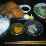 Kikuchishouten - MIXフライ定食 900円、内容はエビフライ・カニクリームコロッケ・カレーコロッケ・ピーマン肉詰めの4種類になります