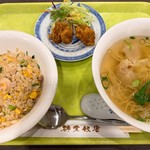 群愛飯店 - この日の日替わりランチセット  群愛特製焼き飯と汁そば、揚げ物は唐揚げでした。