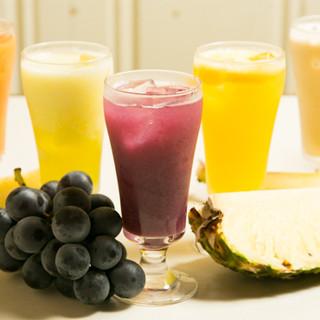 果汁×果肉を存分に愉しめる、濃厚生ジュースはイチオシです。