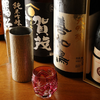 料理とお酒が互いの良さを引き立てあう、厳選の地酒をご用意。