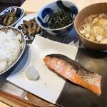 116663851 - 境港産 焼き鮭定食  卵に海苔をかけすぎて隠れてますm(_ _)m