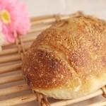 関口ベーカリー - *レバーソーセージとチーズのパン*
