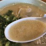 田主丸ラーメン 五炉 - スープは分厚い味わい