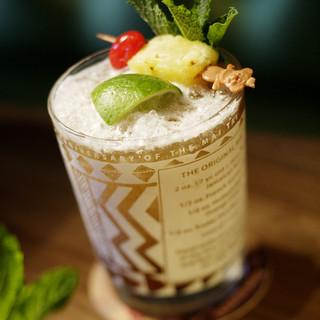 楽園の一杯がここに。約70種類ものエキゾチックカクテルに魅了