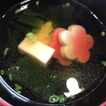 三良坂地豆腐処 豆遊 - 胡麻豆腐と生麩の吸い物