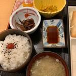 稚内グランドホテル - 御飯、味噌汁、小鉢、お漬物