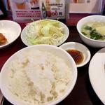 順順餃子房 - 餃子5個セットの定食(左半分)