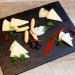 スペイン産チーズの盛り合わせ5種