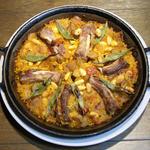 イベリコ豚スペアリブと野菜のパエリャ