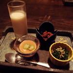 Tokkuri - お通し(ビシソワーズスープ 干しえびと大豆の煮物 人参菜の煮浸し 冷やし茶碗蒸し)(2019年9月)