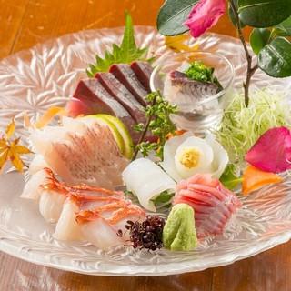 五島列島福江港から毎日届く新鮮な海の幸と、甲斐信玄鶏の串焼き