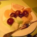 11669075 - フレッシュで美味しかったフルーツ。こちら(フルーツ)の品数は普通。