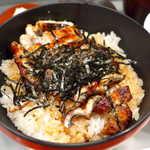 市松 - 関西焼きは脂を炙るので、こってりと濃い味に仕上がり、端っこがカリッと快い食感になる