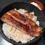 市松 - 今日の鰻は宮崎産。国産でこの値段は素晴らしい、濃いめでまったりしたタレも私好み
