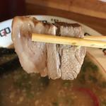 麺志 - 身厚なチャーシューが3枚