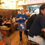 麺志 - 活気有る店内 平日の昼