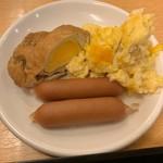 稚内グランドホテル - ウィンナー、スクランブルエッグ、揚げに卵を入れ煮たヤツ(笑)