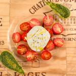 ブラッティーナチーズのカプレーゼ