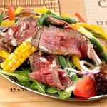 肉も野菜も味わいたい方へ『気まぐれロービサラダwithクリーミーシーザードレッシング』