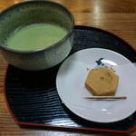 六角堂 お茶処 - へそ石餅とお抹茶
