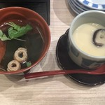寿司 藤けん鮮魚店 博多阪急 - お吸い物と茶碗蒸し