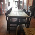 古民家個室の鶏酒場 ハングリーチキン - 店内テーブル席