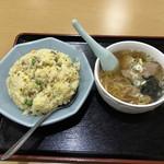味来餃子軒 - 料理写真:料理は美味しい