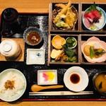 美味心 秀峰 - 秀峰弁当           刺身、天ぷら、煮物、八寸等、
