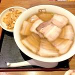 喜多方ラーメン坂内 - 焼豚ラーメン(970円)+トッピングメンマ
