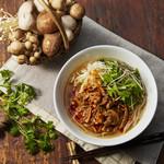 COMPHO - 季節限定 5種のキノコと牛すじの台湾魯肉フォー