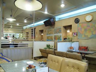 ブルーバード - 中は、まるで昭和の喫茶店です