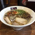 まるしん - 黒まるラー麺 味玉トッピング(別角度)