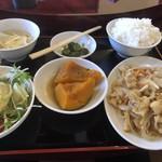大連飯店  - 料理写真:日替わりランチのしょうが焼き定食